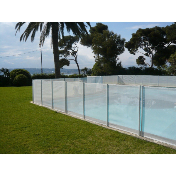 Barriere de piscine beethoven prestige blanche avec for Barriere piscine beethoven