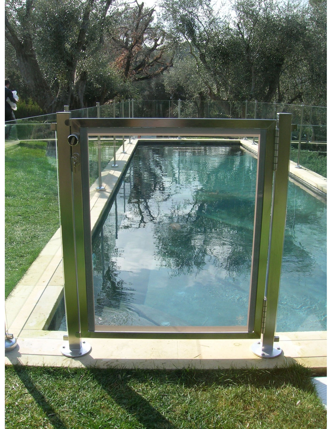 Portillon s curit piscine pour barri res en verre oceanix for Barriere piscine verre inox