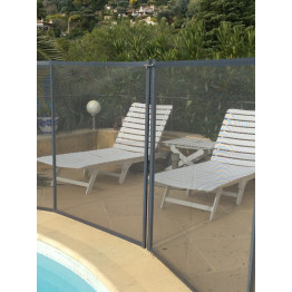 Barriere protection piscine Beethoven grise avec piquets gris