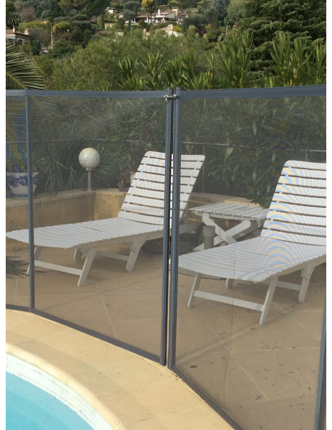 Barri re protection piscine beethoven grise avec piquets gris for Barriere de protection piscine