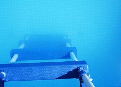 Comment lutter contre une eau de piscine trouble blanch tre - Comment recuperer eau trouble piscine ...