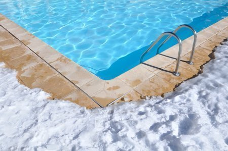 Comment hiverner une piscine hivernage actif ou passif for Quand hiverner sa piscine