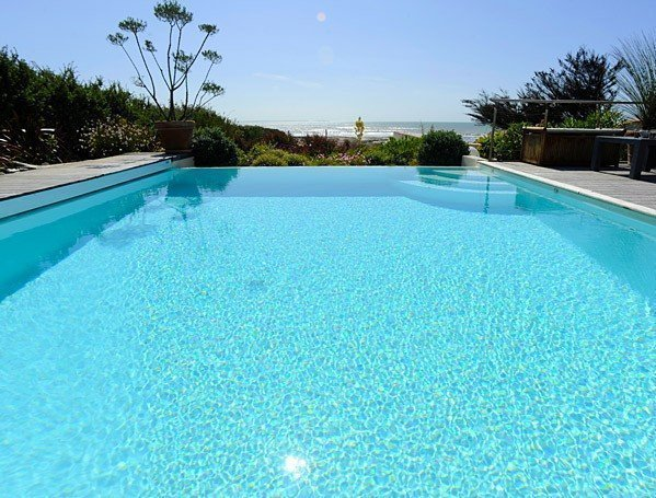 Electrolyseur au sel comment traiter sa piscine quels for Home piscine